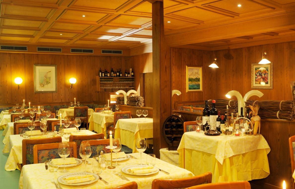 Hotel ancora in predazzo boeken summit travel for Ancora hotel